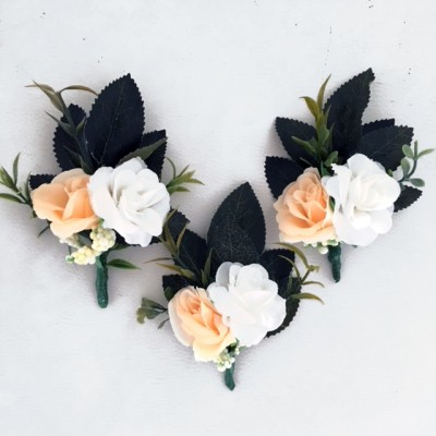 wedding groom button hole flowers