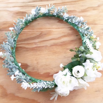white leafy side set pretty crown