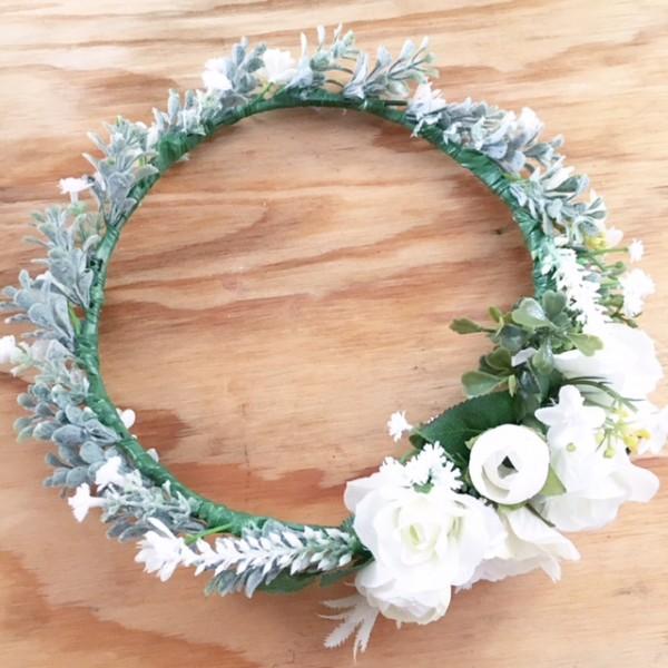 white leafy side set pretty crown