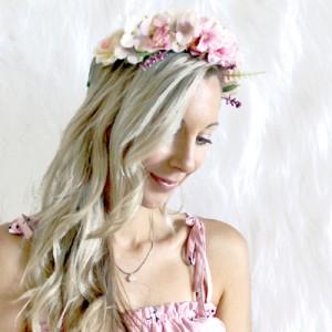 light_pink_flower_wreath_fake.jpg