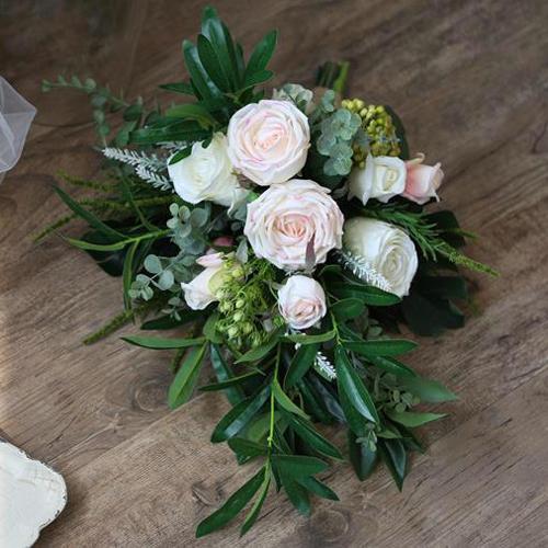 leafy bouquet teardrop white